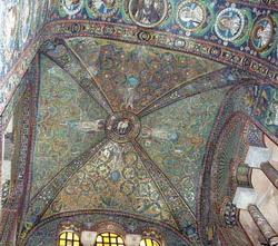 Мозаика VI века, украшающая свод над алтарем в церкви С. Витале в Равенне