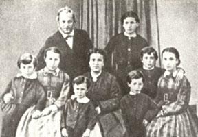 Николай Леонтьевич и Камилла Альбертовна Бенуа с детьми. 1867 г.