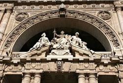 Деталь декора фасада Palazzo di Giustizia в Риме