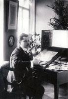 К.А. Сомов за работой. 1910 г