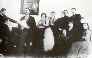 А.Н. Бенуа среди художников. Август 1898 г.