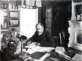 А.Н. Бенуа в своем кабинете. 1914 г.