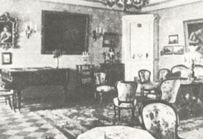 Гостинная в доме Бенуа на Никольской улице. Конец XIX в.
