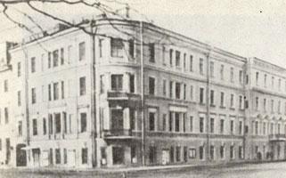 Дом Бенуа на улиуе Глинки бывшей Никольской улице.