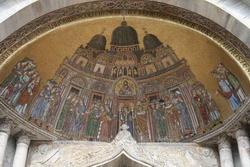 Перенесение мощей св. Марка в Венецию (мозаика 13 века)