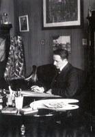 М.В. Добужинский за работой. 1910 г.